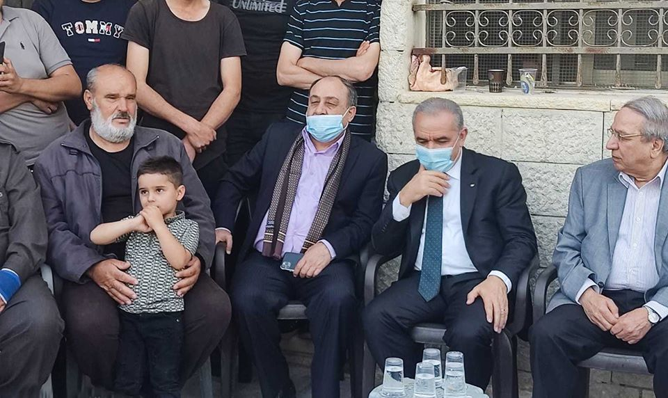 رئيس الوزراء محمد اشتية في حوارة