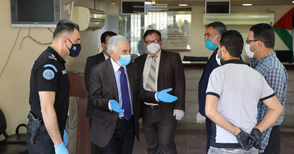 ابو شرار خلال جولة تفقدية محكمة بداية وصلح رام الله